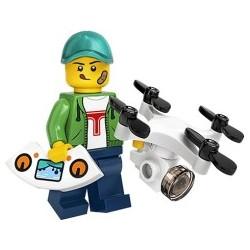 20016 - 71027 Chłopiec z dronem